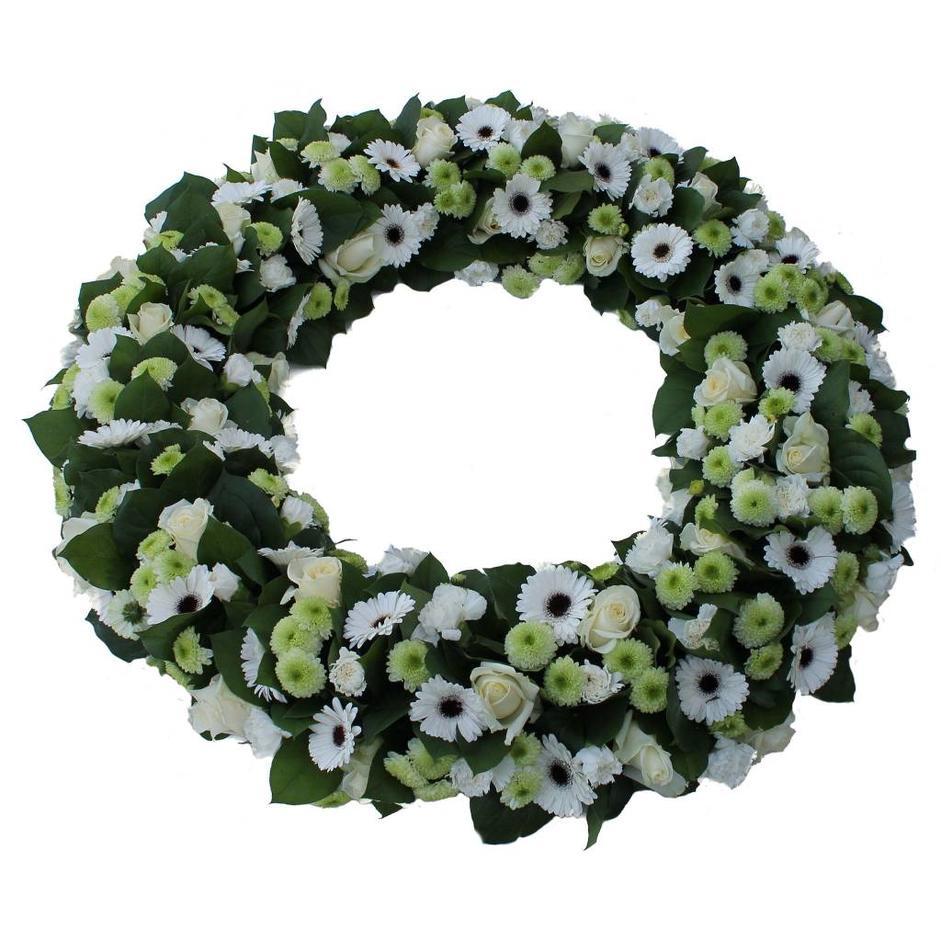 Ajourkrans 60 cm witte en groene bloemen