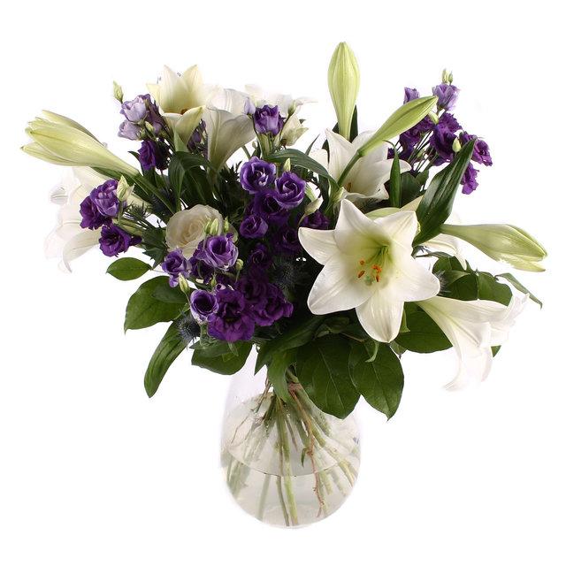 Nabestaanden boeket witte Lelies met paarse Lisianthus