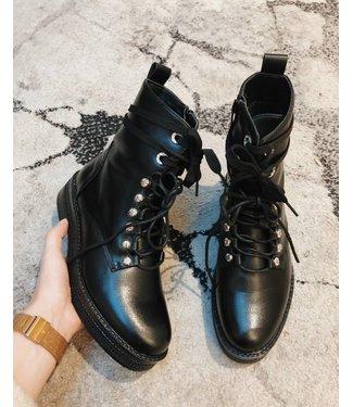 PRETTY BLACK BOOTIES