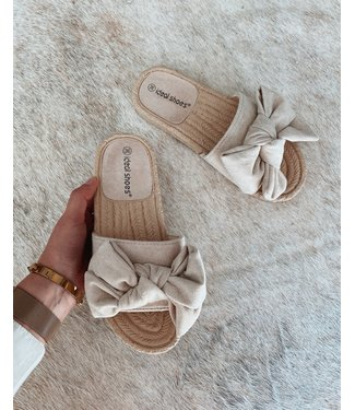 BEIGE BOW SLIPPERS