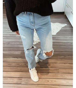 1324 STRAIGHT LEG RIPPED JEANS