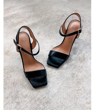 MUSTHAVE SQUARE HEELS - BLACK