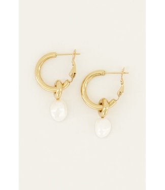 GOLD EARRING WITH WHITE PEARL