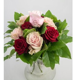 Magic Flowers Boeket 9 rozen - Rood/Roze - Mr&Mrs