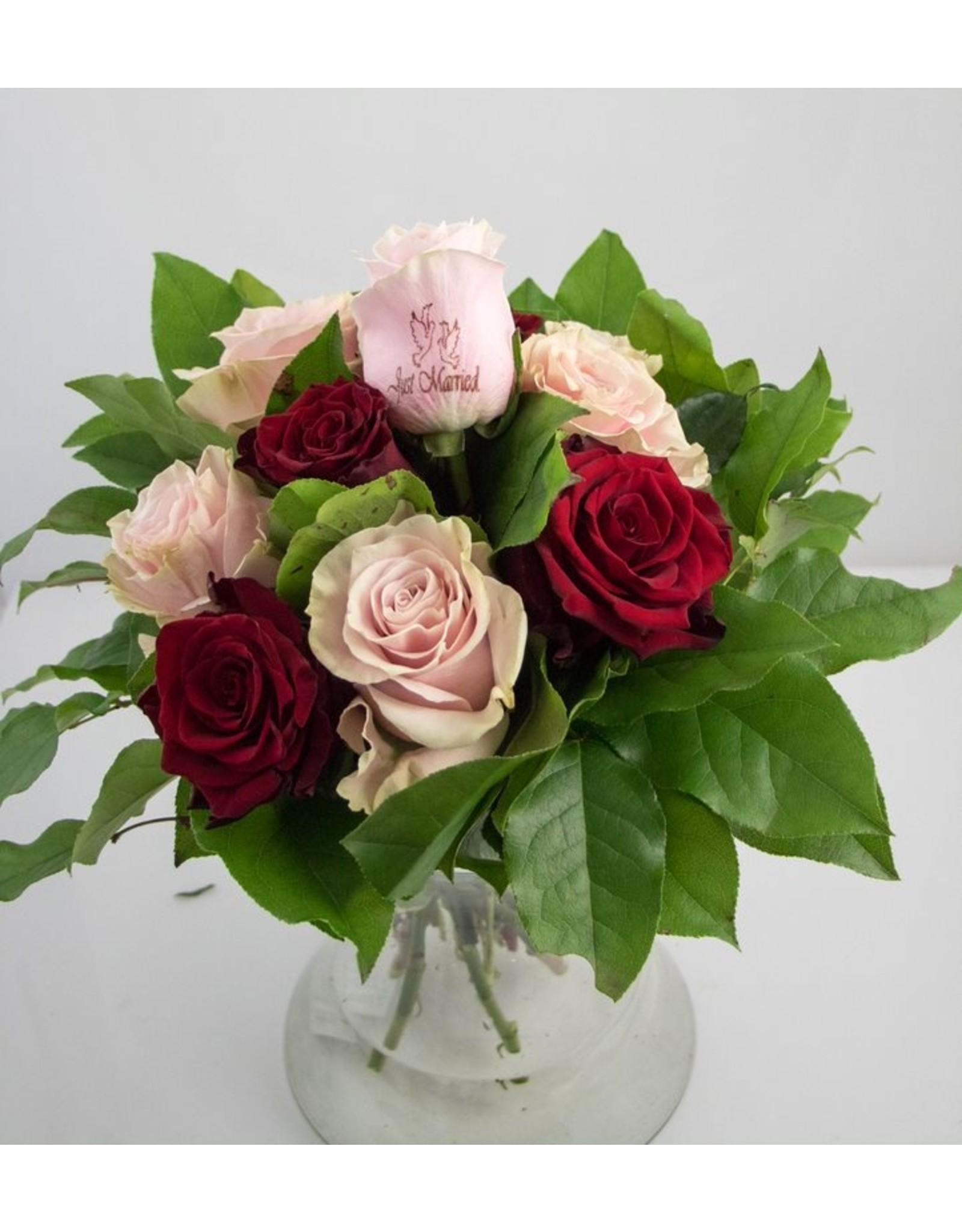 Magic Flowers Boeket 9 rozen - Rood/Roze - Just Married
