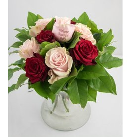 Magic Flowers Boeket 9 rozen - Rood/Roze - Welcome Beautiful Baby