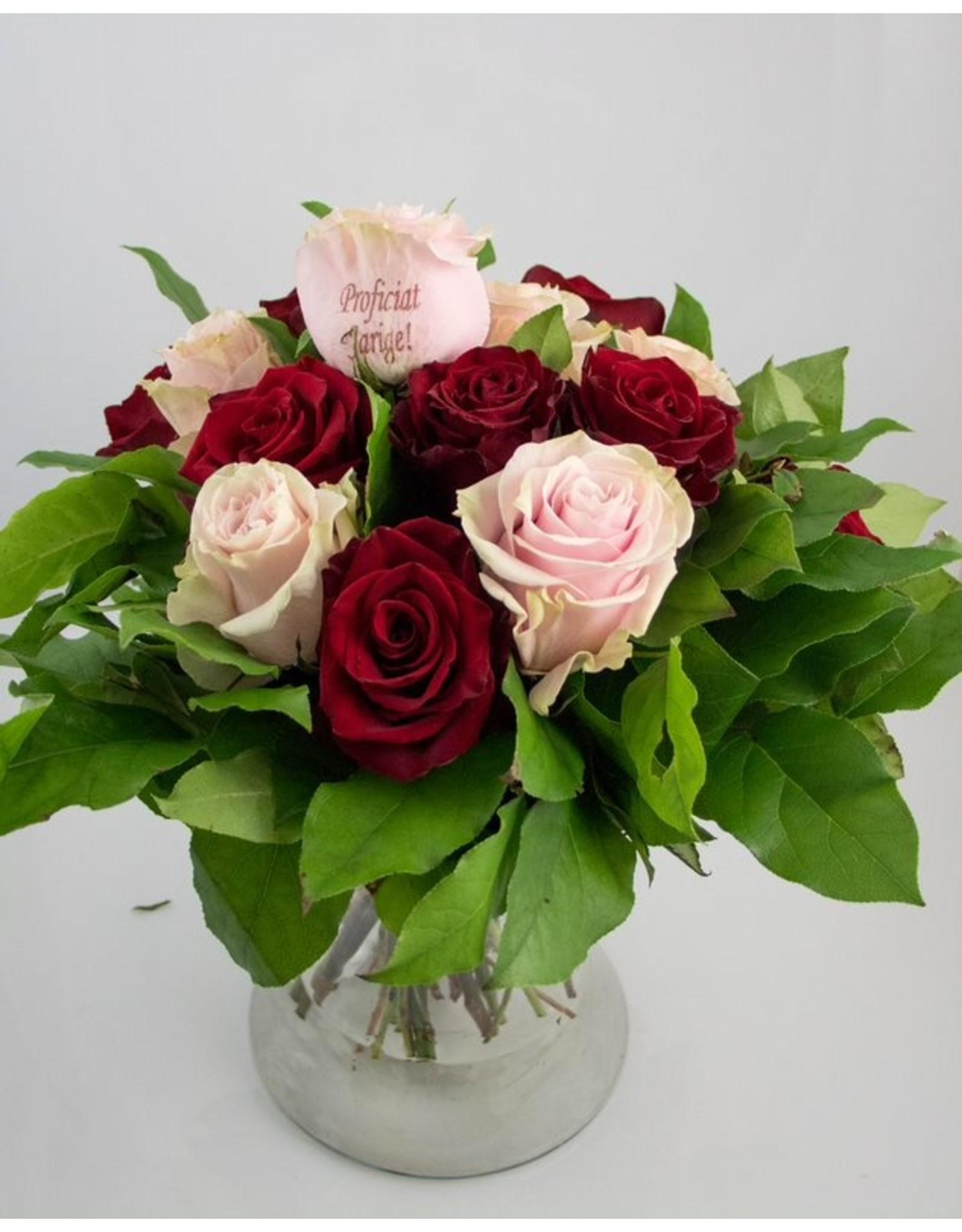 Magic Flowers Boeket 15 rozen - Rood/Roze - Proficiat Jarige
