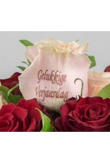 Magic Flowers Boeket 15 rozen - Rood/Roze - Gelukkige Verjaardag