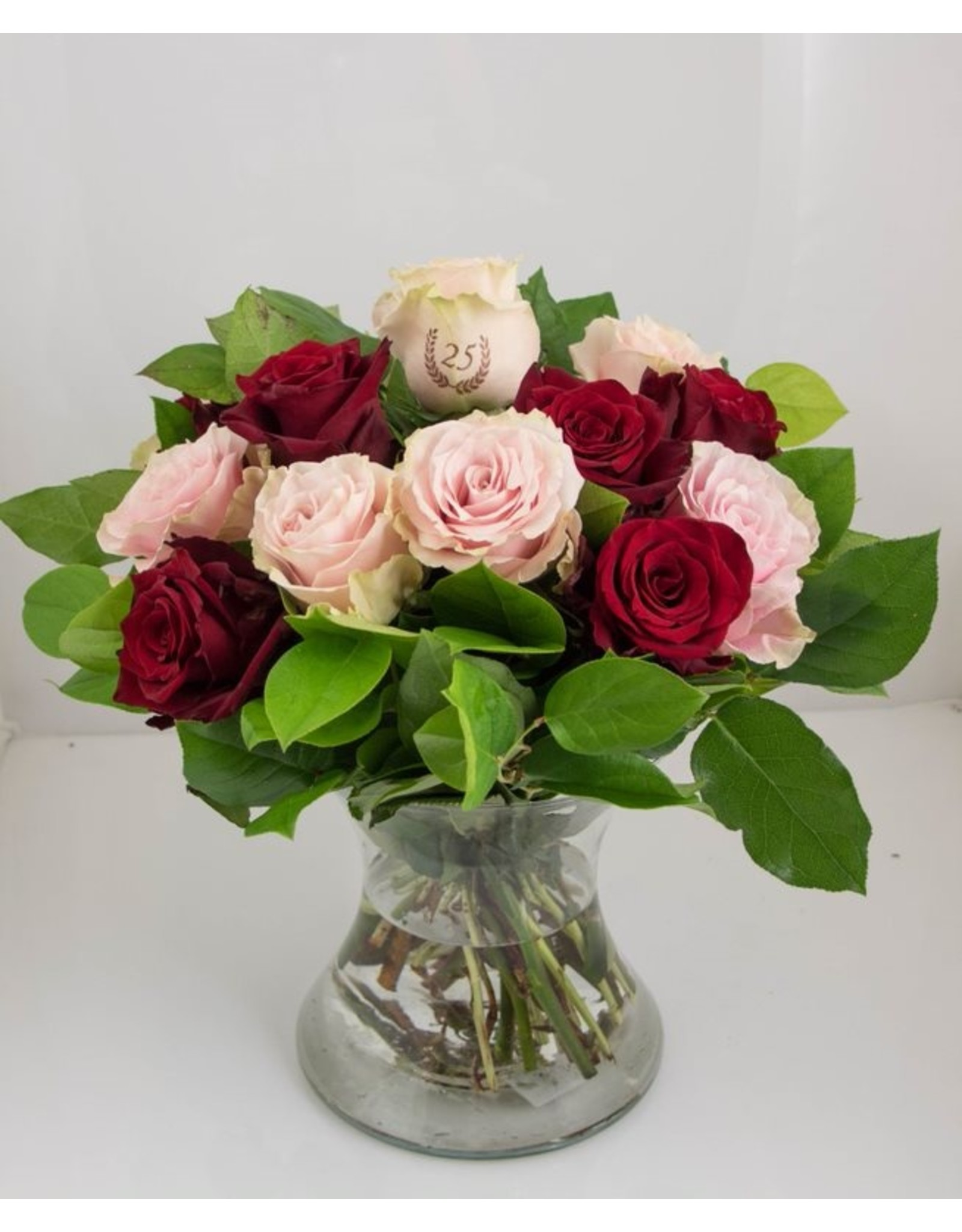 Magic Flowers Boeket 15 rozen - Rood/Roze - 25