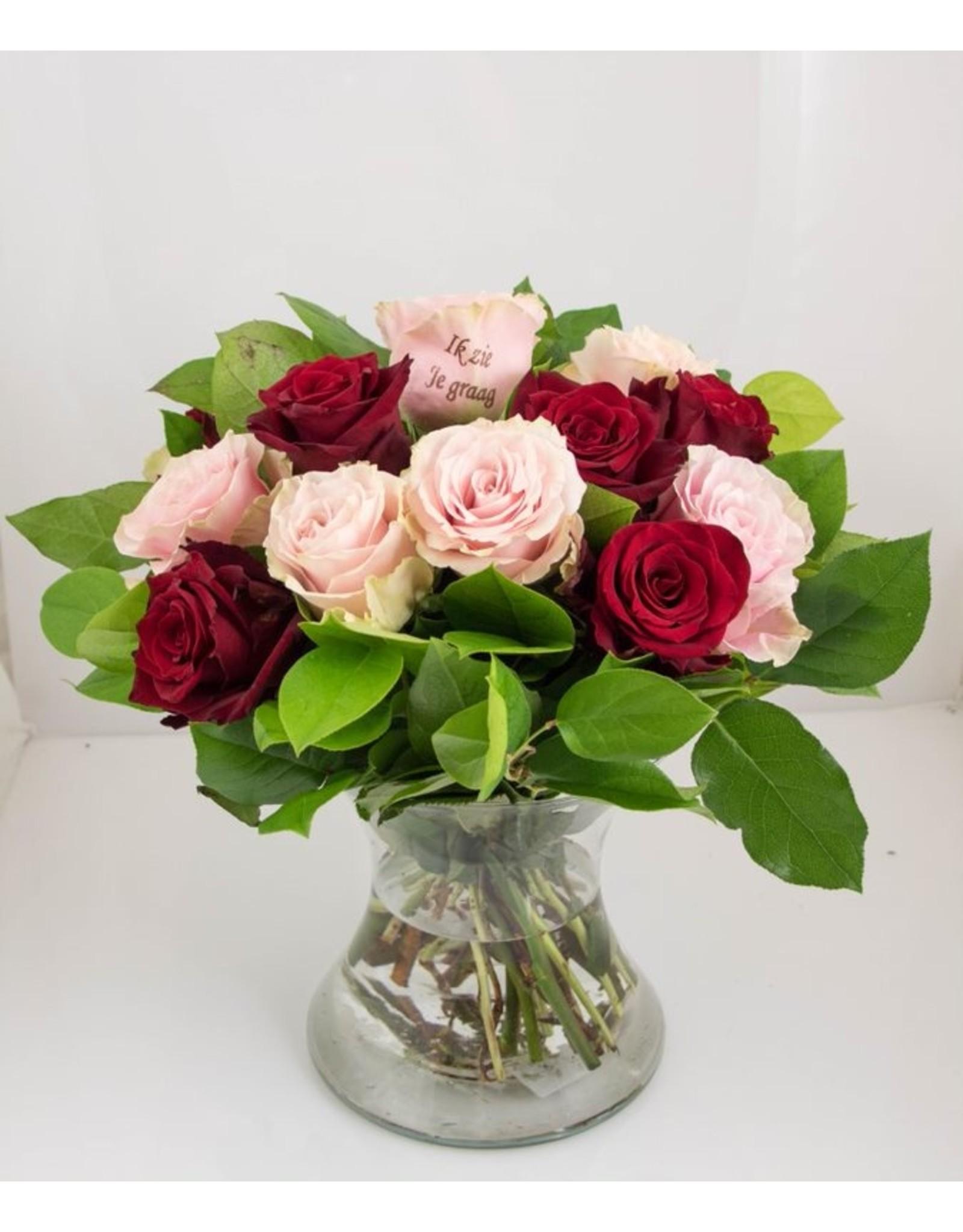 Magic Flowers Boeket 15 rozen - Rood/Roze - Zie je graag
