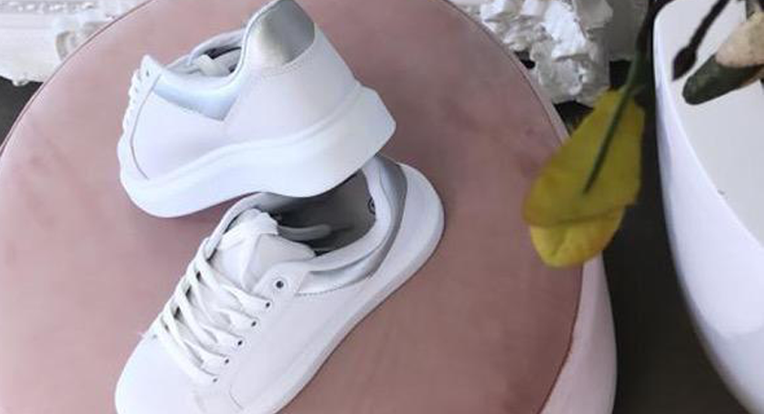 Hoe houd je witte sneakers wit?