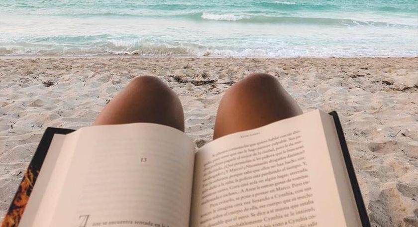 Monthly Booklist: Onze favoriete boeken om in de zon te lezen!