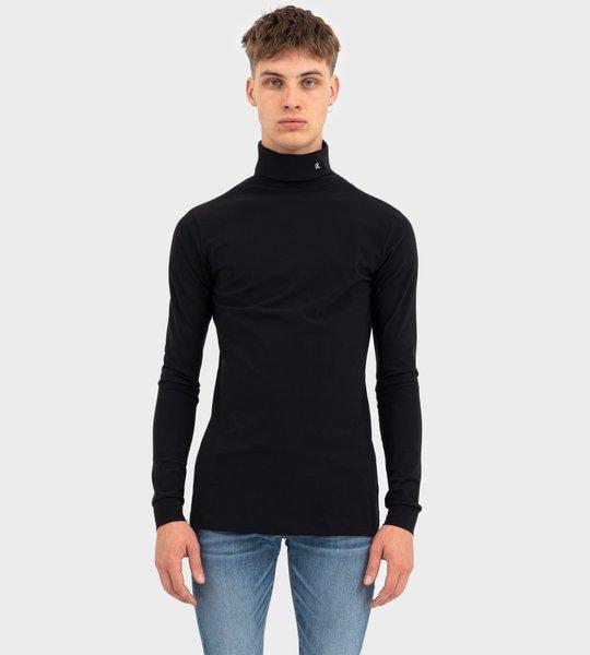 R-Embroidered Turtleneck Black