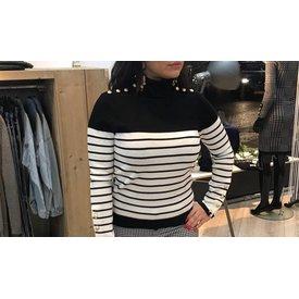 Destination Sweater Black White