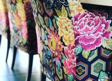 Blumen & romantische Möbelstoffe