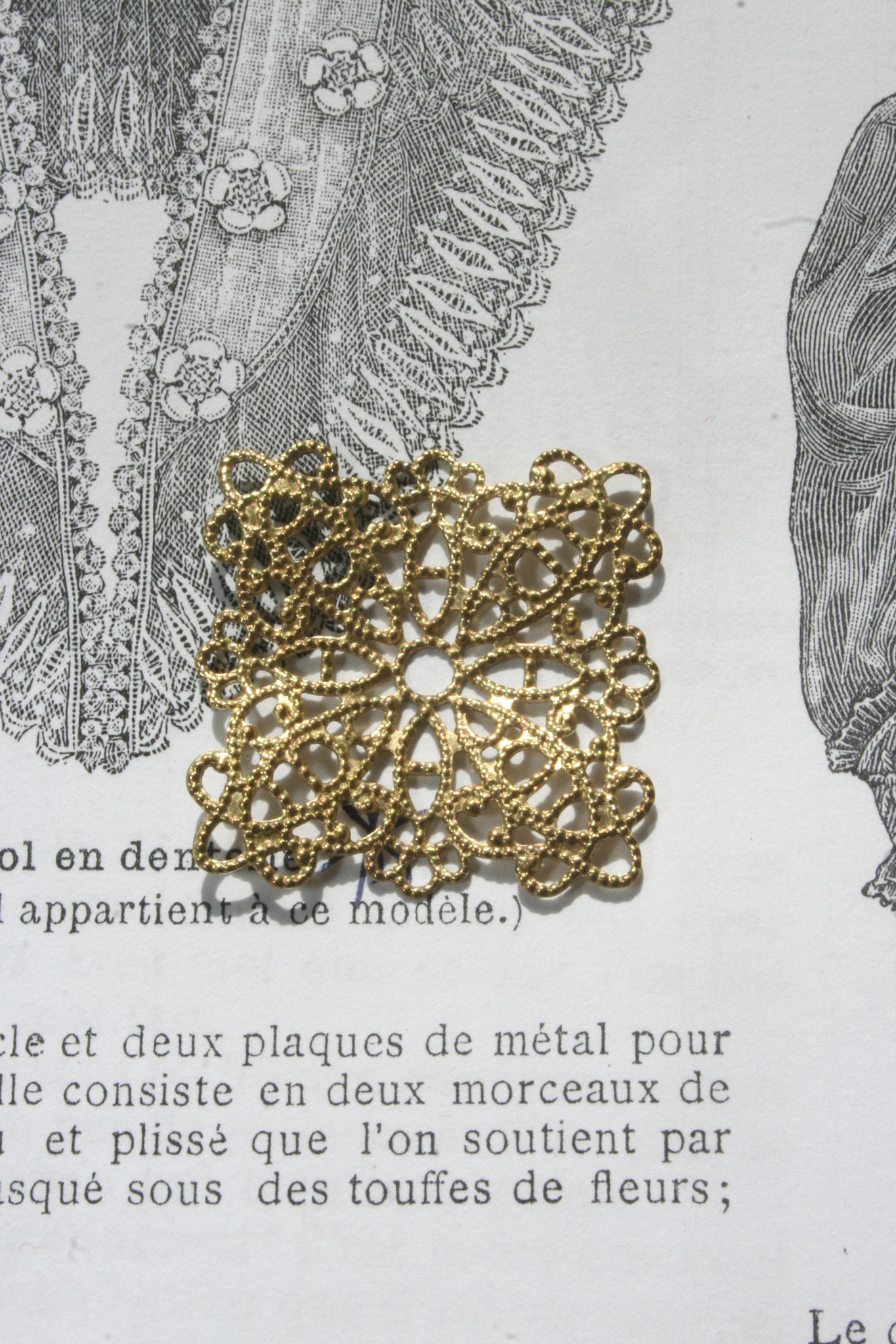 Metalen Ornament Goud Ouches 26mmx26mm