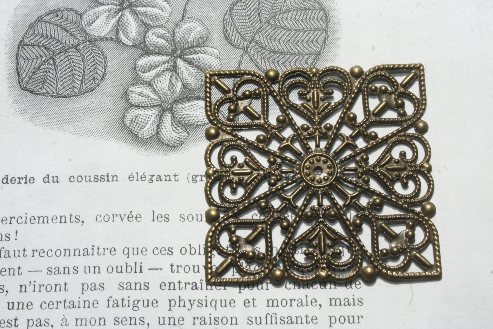 Metalen Ornament Antiek Goud Ouches.