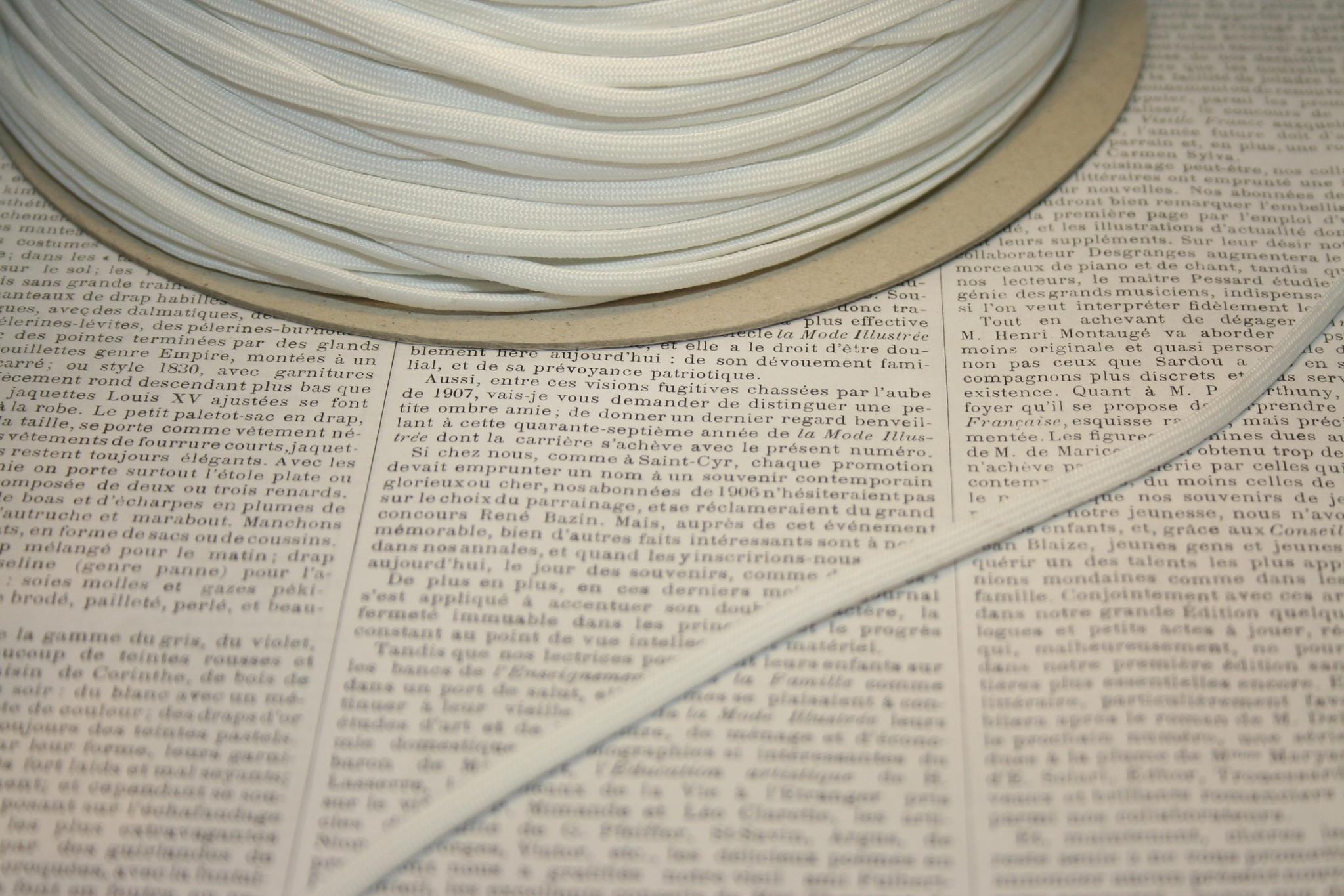 Sturdy Corset laces white.