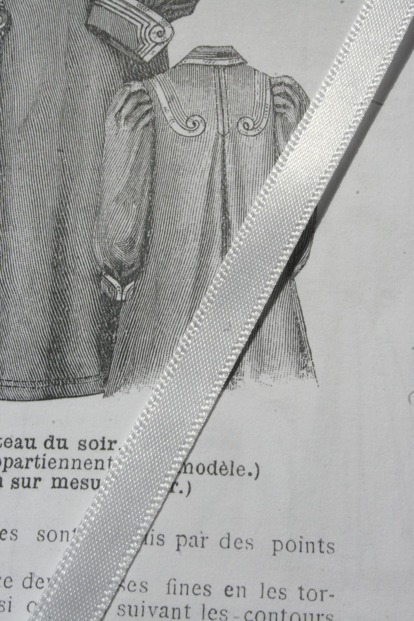 Wit satijn lint 7mm.