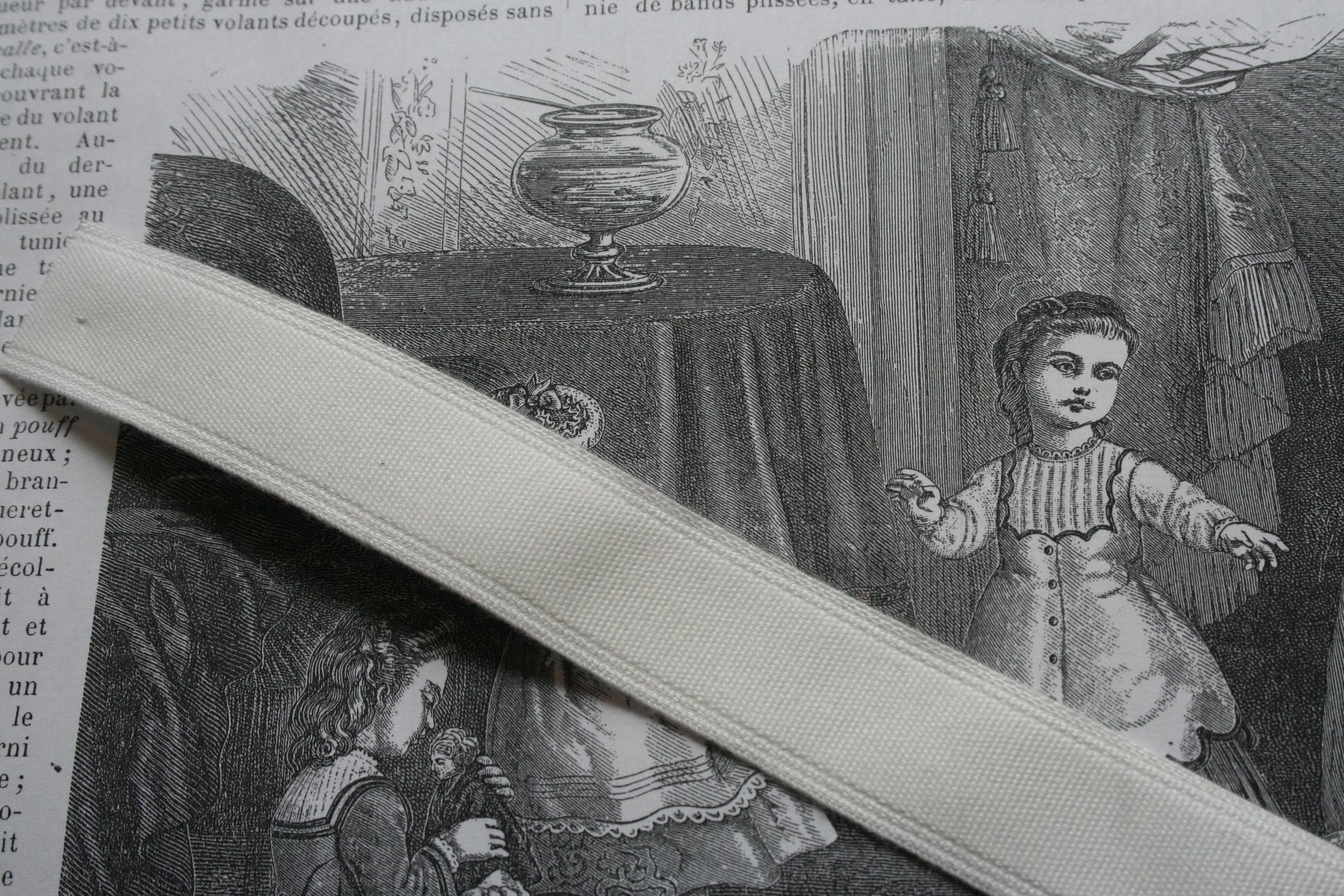 Boning tape cotton white.