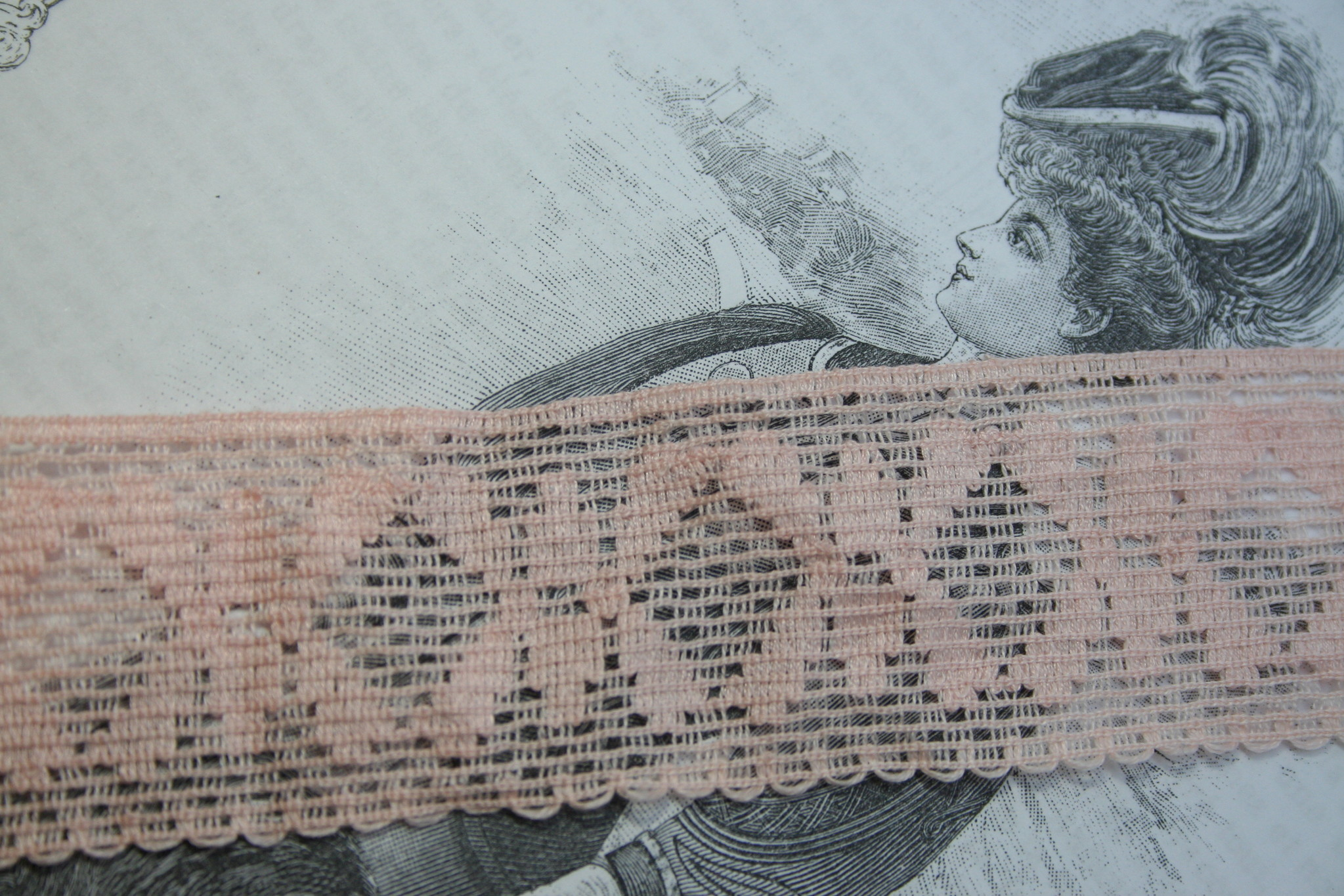 Vintage pink lace per m.