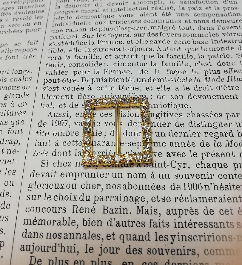 Gold faux diamond square buckle 23mm x 30mm.