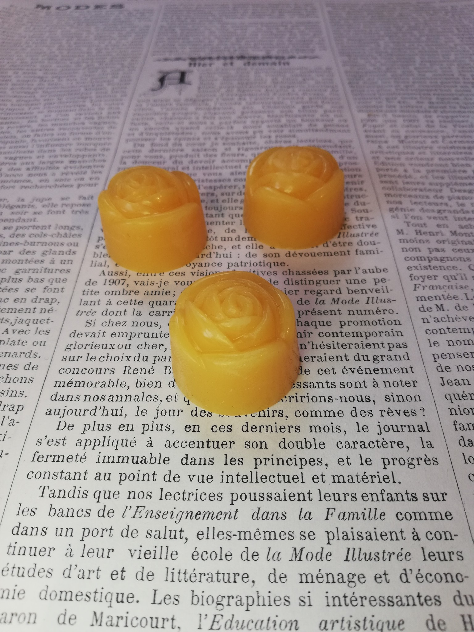 Pure beeswax roses for handsewing.