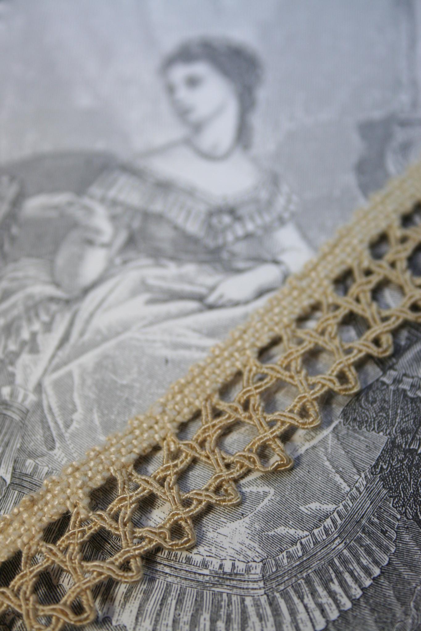 Vintage beig star lace, 1 piece.