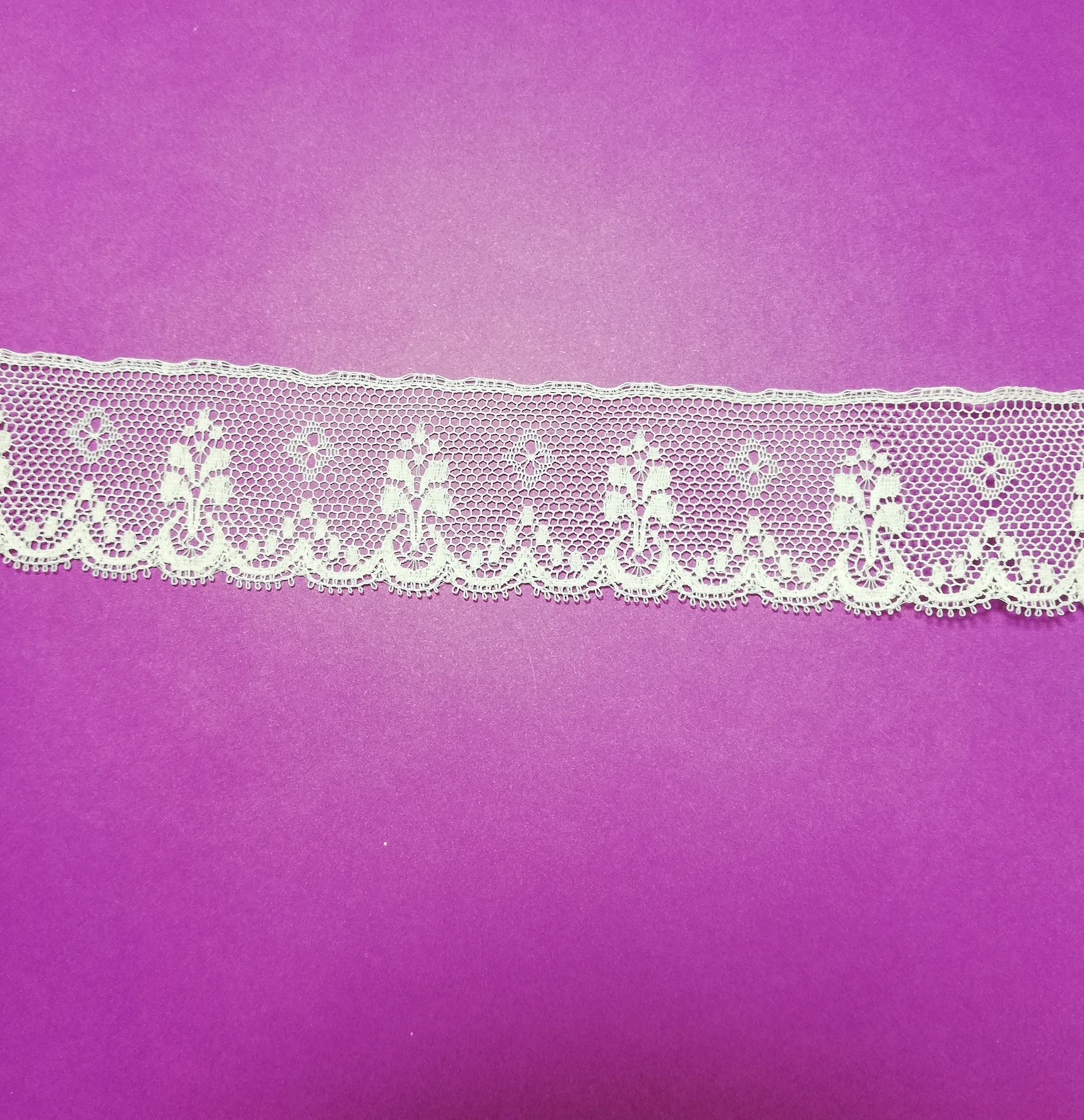 English white cotton lace with scallop 30mm.