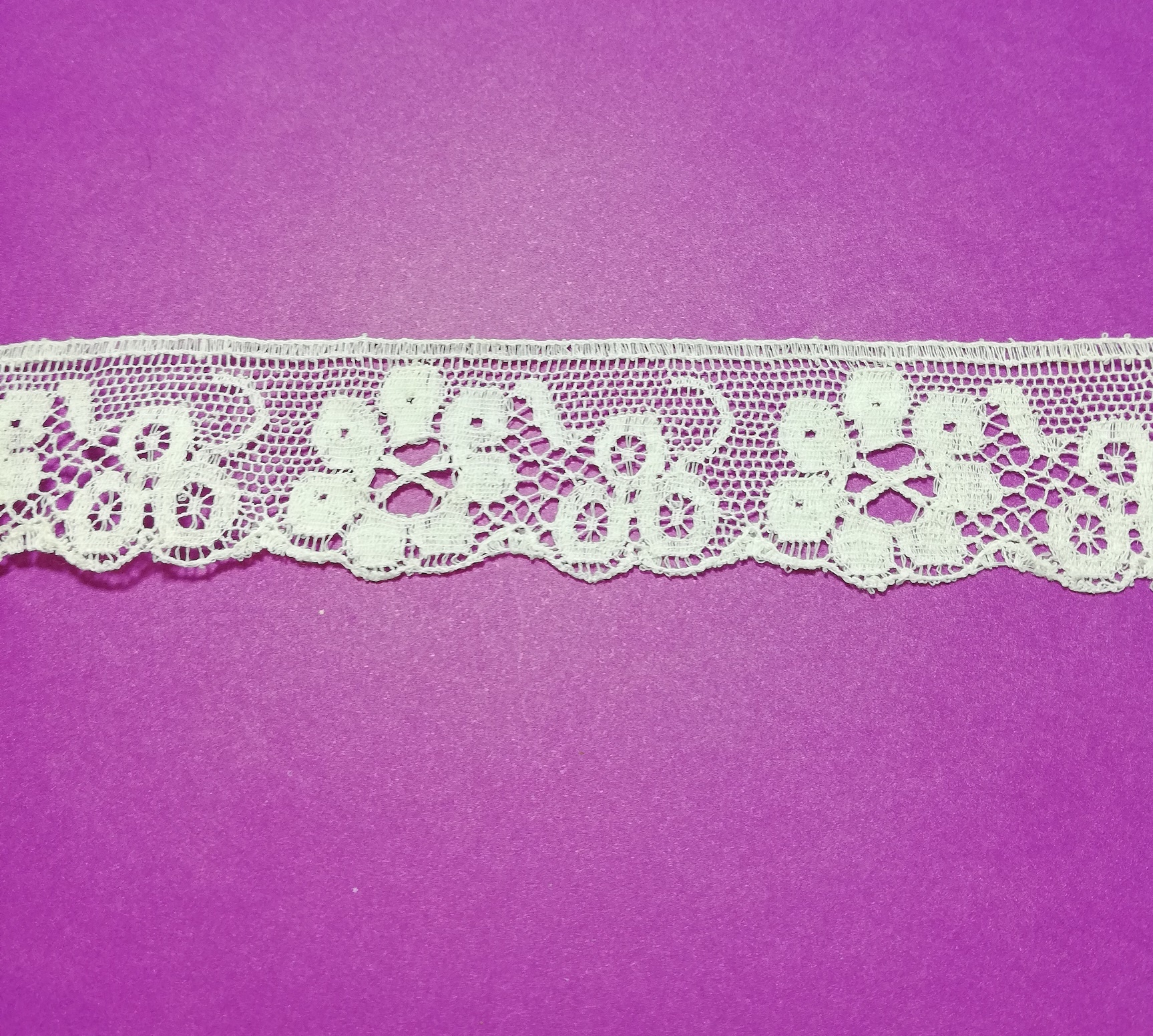 English white cotton lace with flowers 30mm.