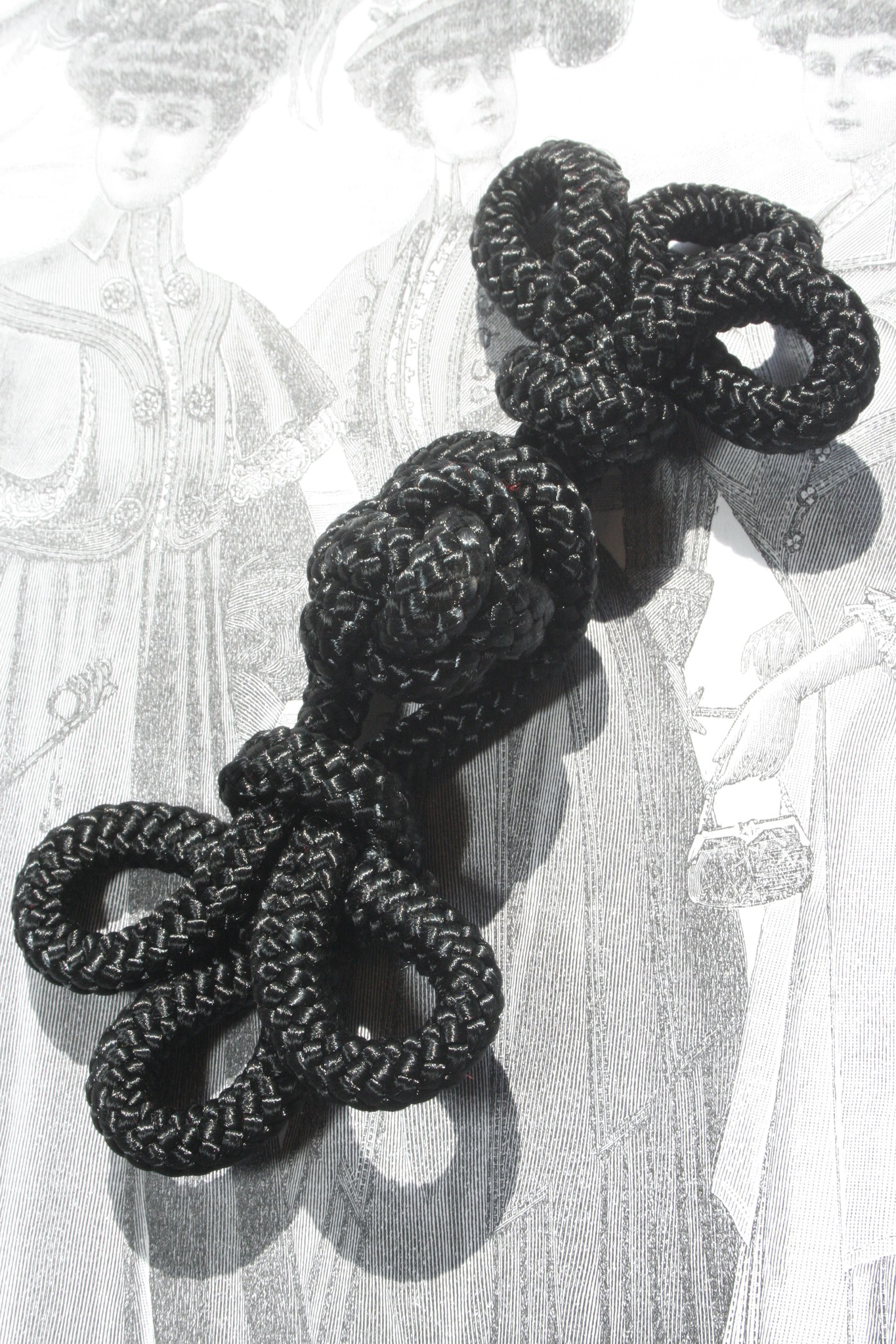 Black frog clasps/Brandenbourgers big.