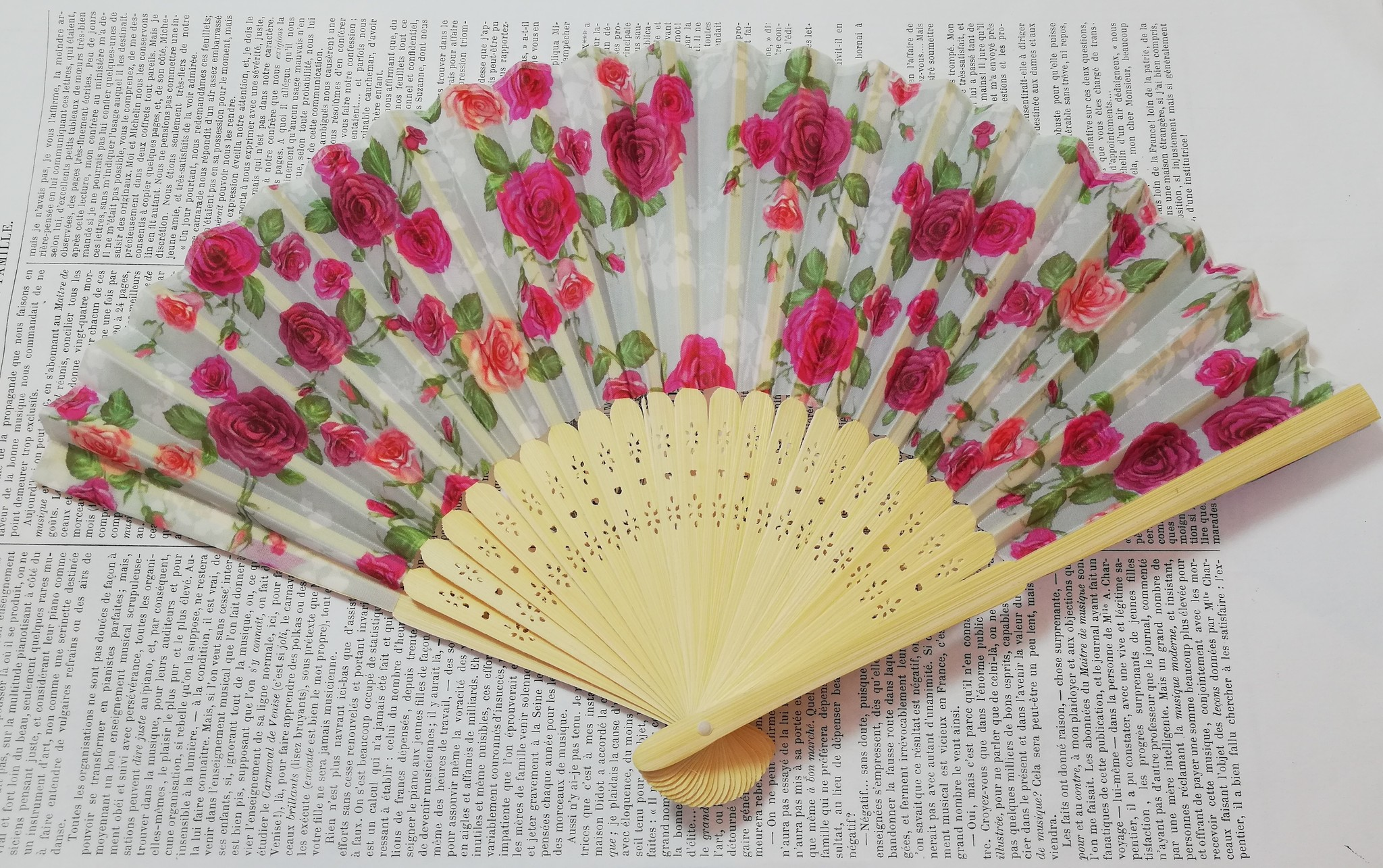 Fan with rose fabric diff. colors