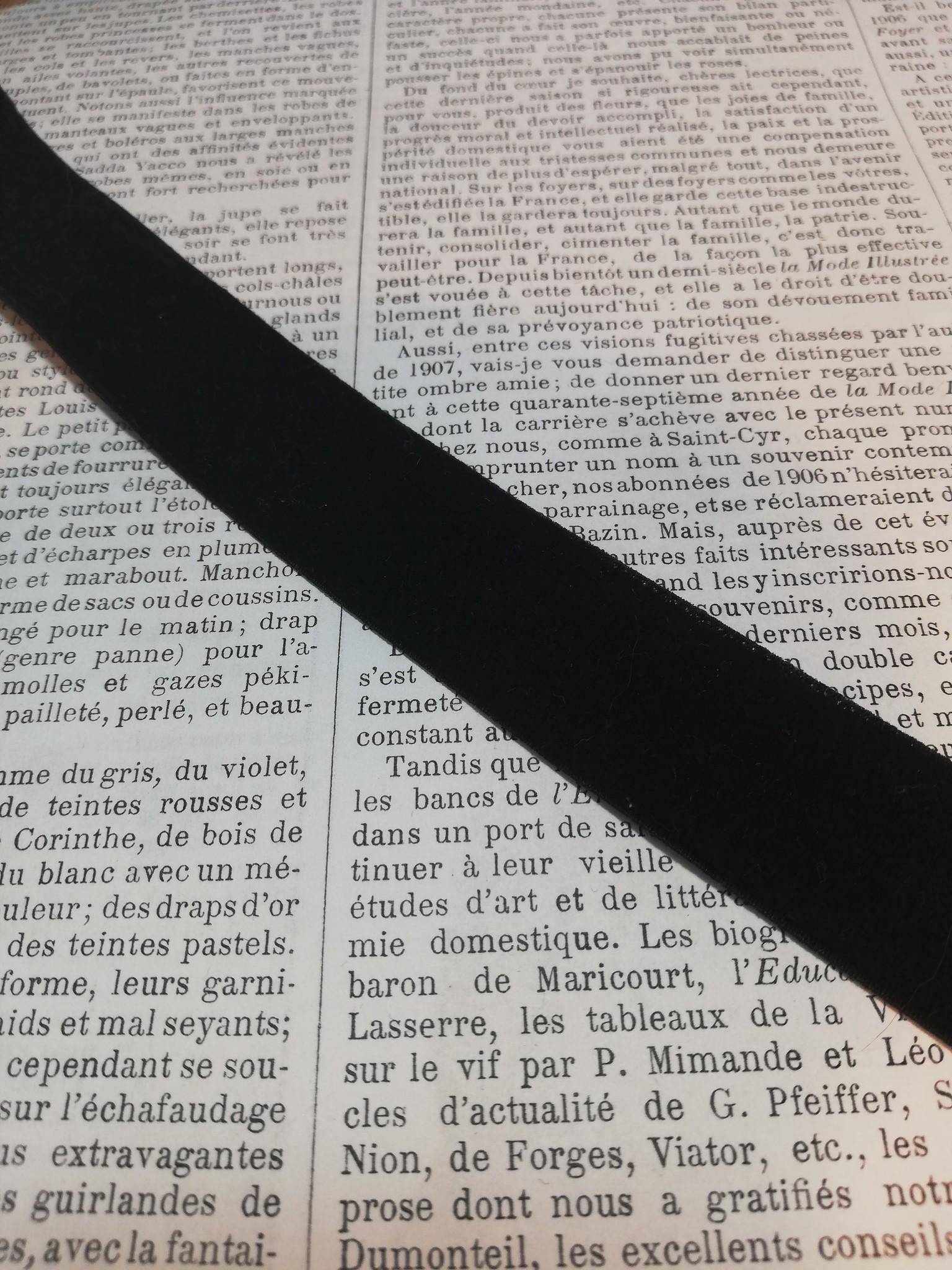 Zwart stretch fluweelband 15mm 1 stuk.