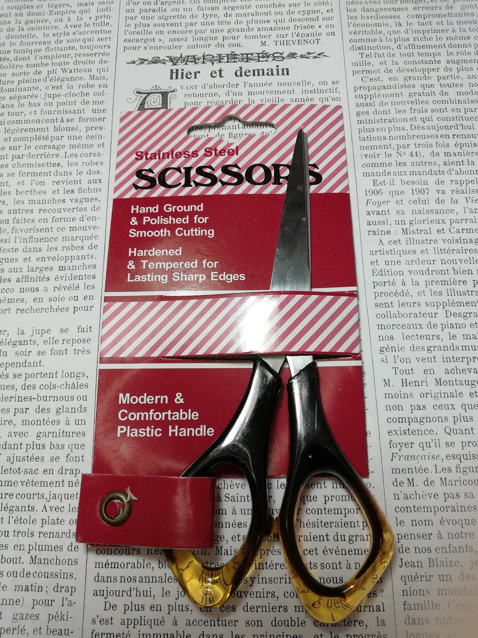Savoy small handsewing scissors.