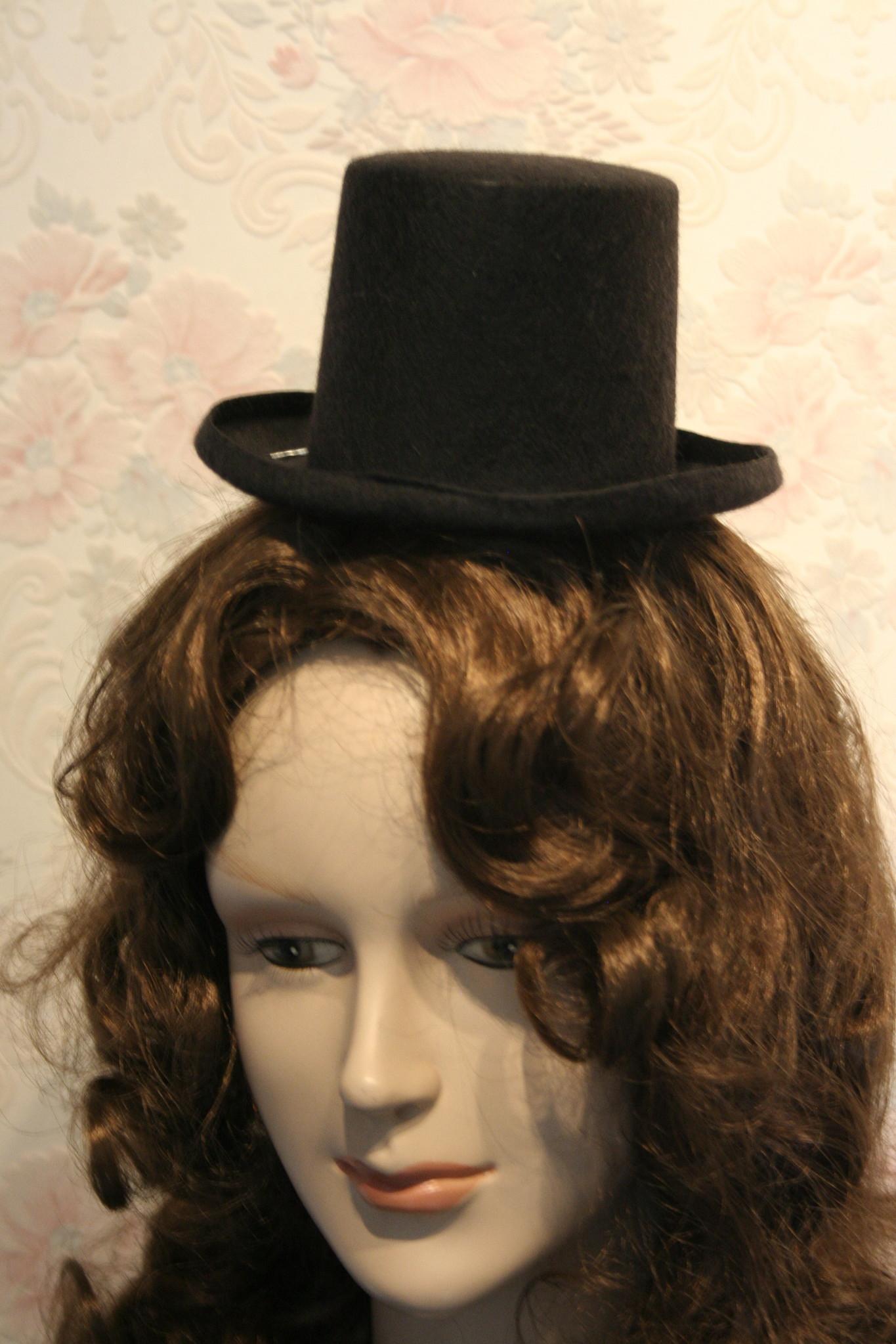 Mini vilten Top Hat.