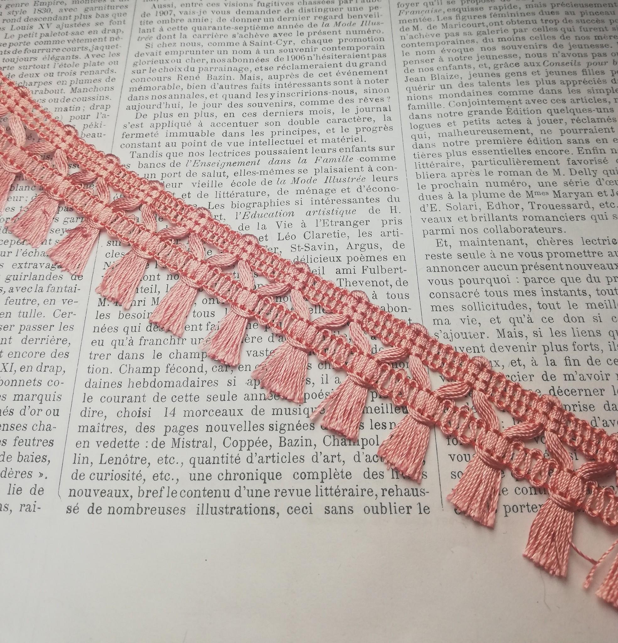 Roze kwastjesband