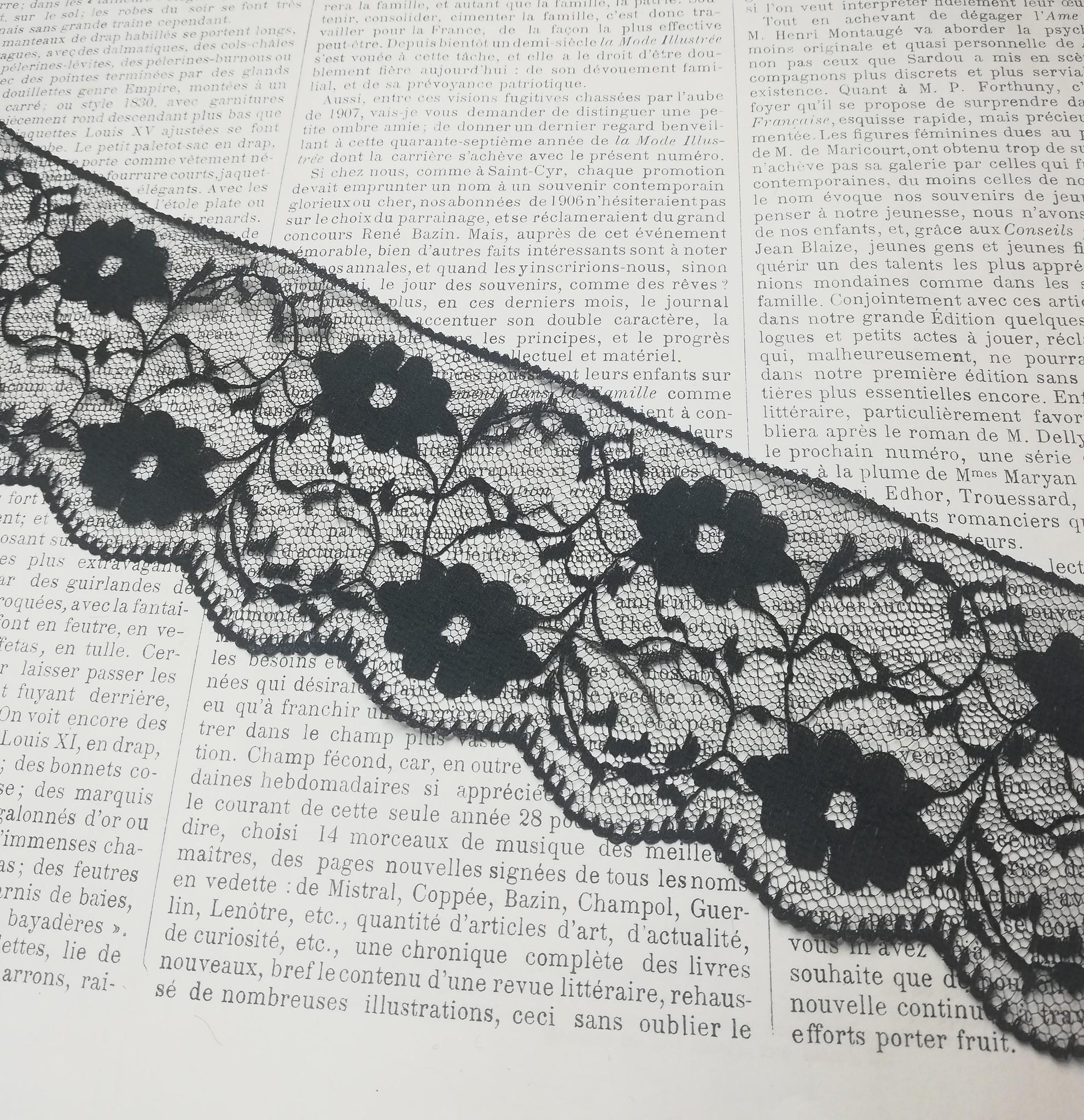 Zwart Geschulpd Kant  met Bloemen 59mm
