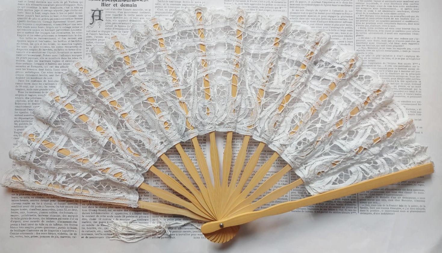 Lace fan diff. colors