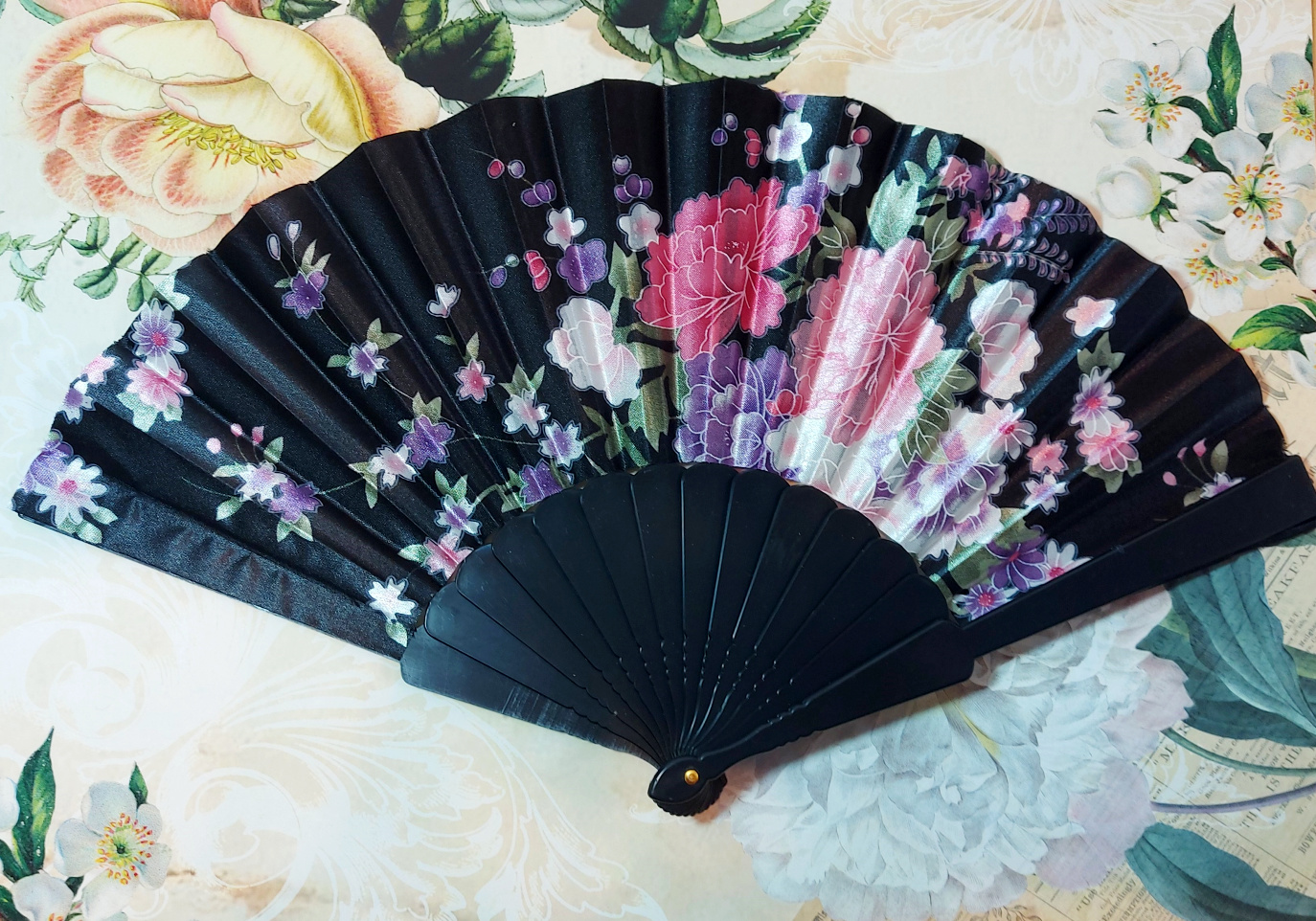 Fan Satin with Flowers