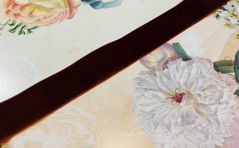 Antique Velvet trim Brown no. 31 diff. widths