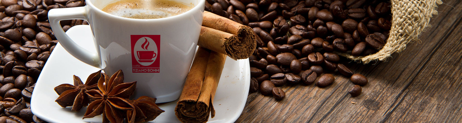 Cafés aromatisés à la noisette, à l'amande, à l'Amaretto, au chocolat, à la Sambuca, à la vanille, à la crème de Whisky, à la pistache, au rhum: une sélection de café de qualité italienne