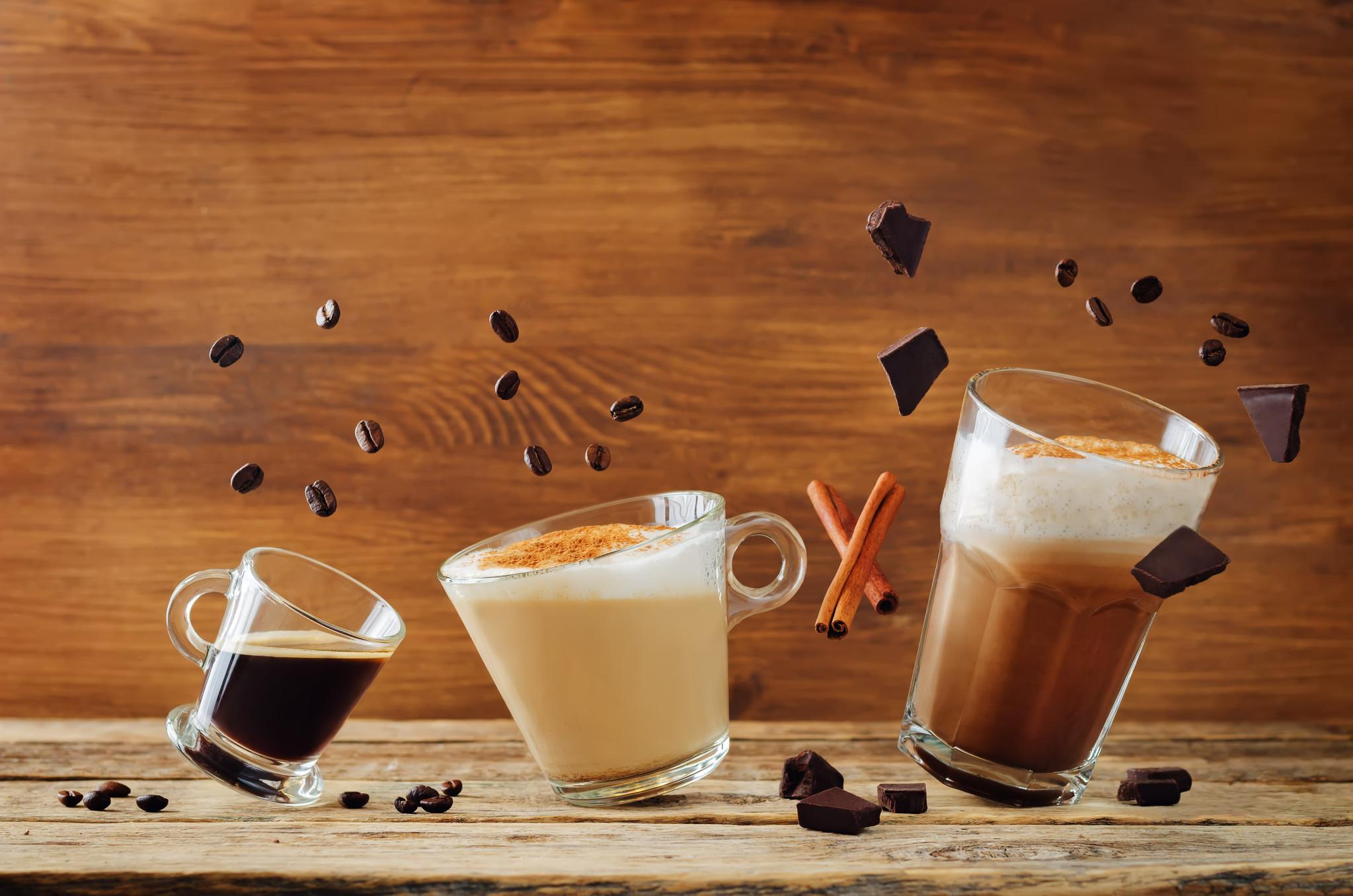 Nos sortes de café, mélanges d'arabica et de robusta, boissons instantanées, chocolats et thés. Pour des moments de plaisirs...