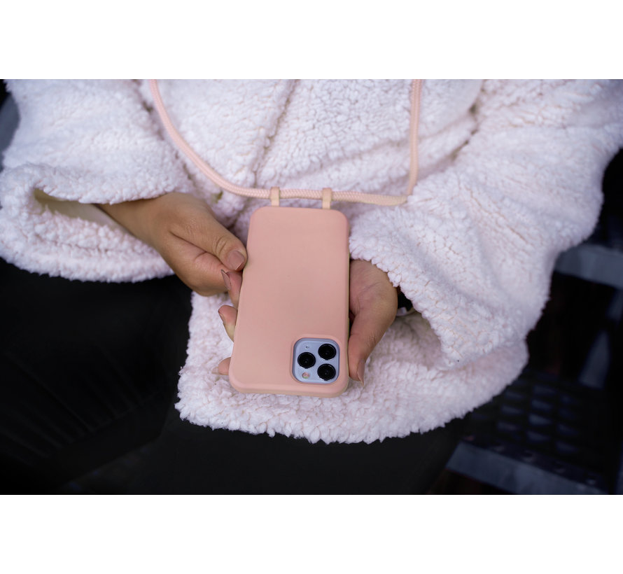 Coverzs Silicone case met koord iPhone 12 / 12 Pro (roze)