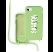 Coverzs Silicone case met koord iPhone 7 / 8 / SE2020 (lichtgroen)  - Name + Name - Verticaal