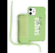 Coverzs Silicone case met koord iPhone 12 / 12 Pro (lichtgroen) - Name + Name - Verticaal