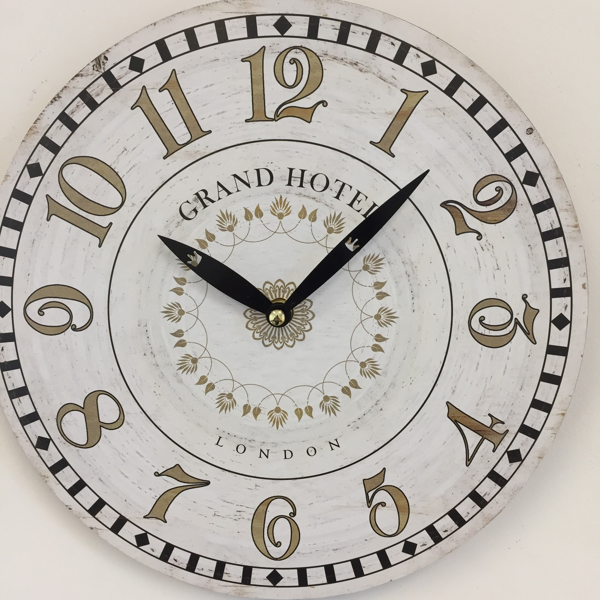 NiceTime Wandklok Grand Hotel Londen Vintage retro wit
