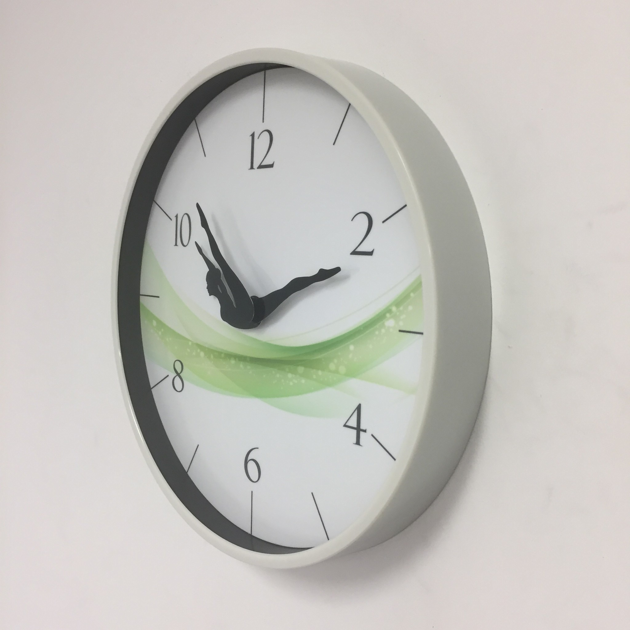 NiceTime Wandklok Dancer Green Wave Modern Design