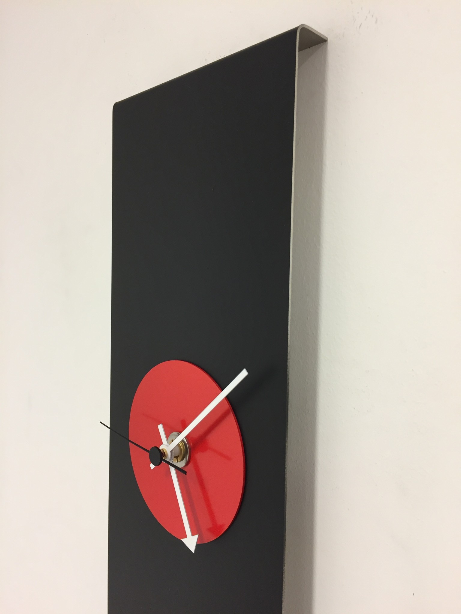 ChantalBrandO Wandklok Black-Line & RED Modern Design RVS
