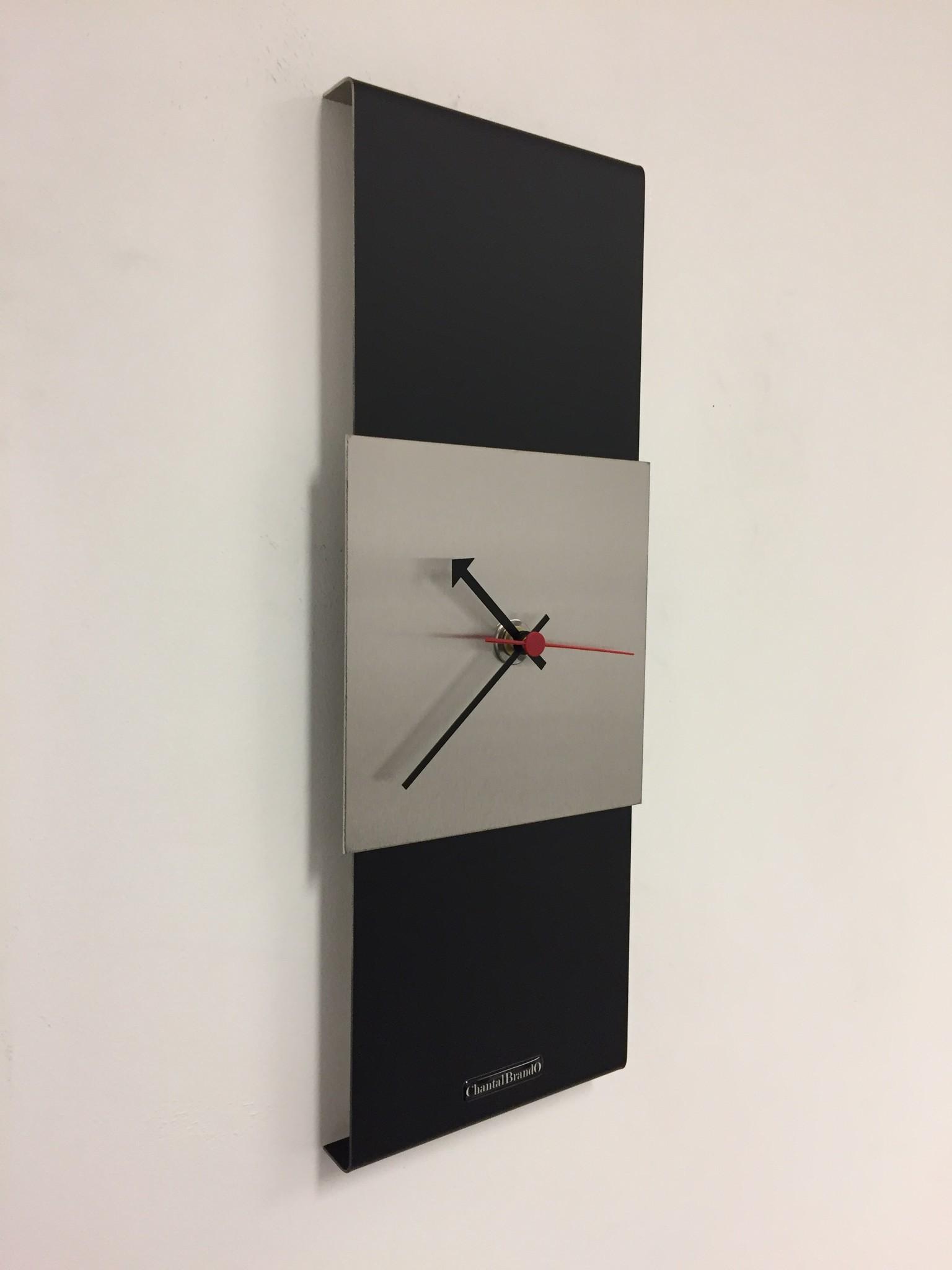 ChantalBrandO Wandklok Black-Line Silver Square RED Pointer Modern Design RVS
