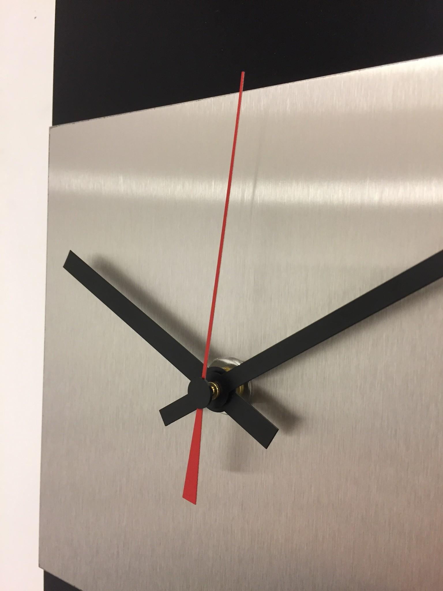 ChantalBrandO Wandklok LaBrand Export Design Black & RED Pointer